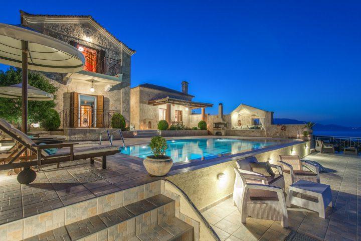 emerald villas - συγκρότημα βιλών και πισίνα κατασκευασμένα με δομικά υλικά από την εταιρεία ραψομανίκης.